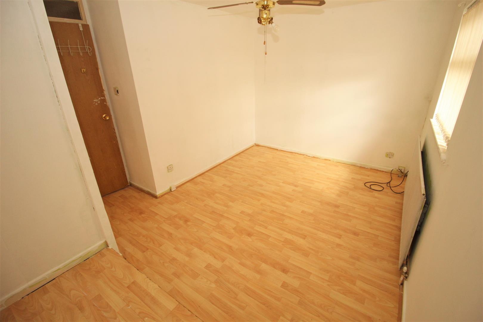 3 Bedrooms, House - Semi-Detached, Peterlee Way, Bootle